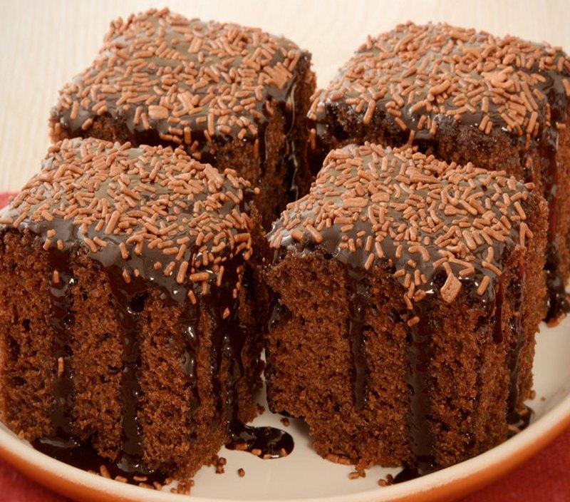 Confira como fazer um bolo de chocolate bem fofinho
