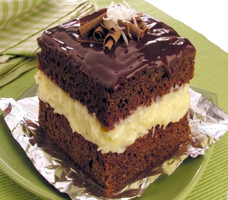 Conheça a receita de bolo gelado de coco