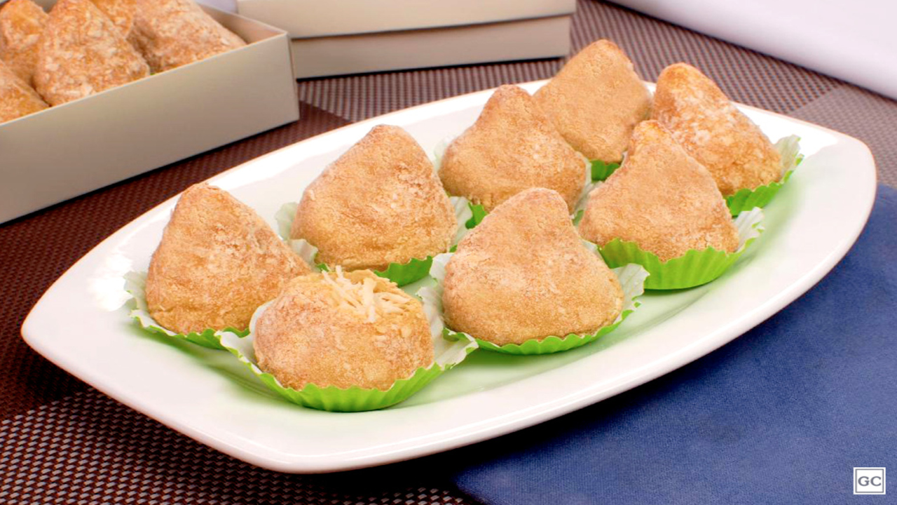 Coxinha low carb de batata-doce