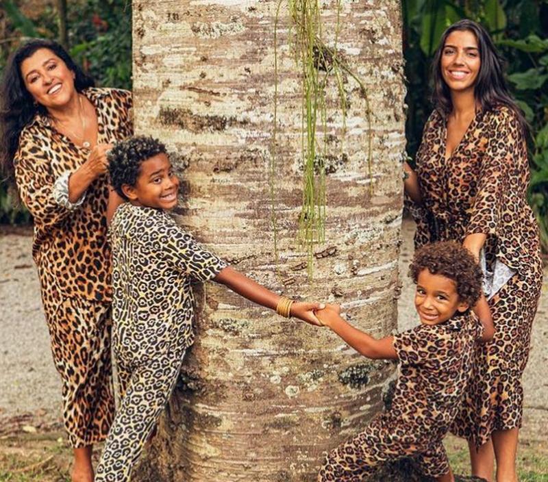 Regina Casé com seus filhos e neto