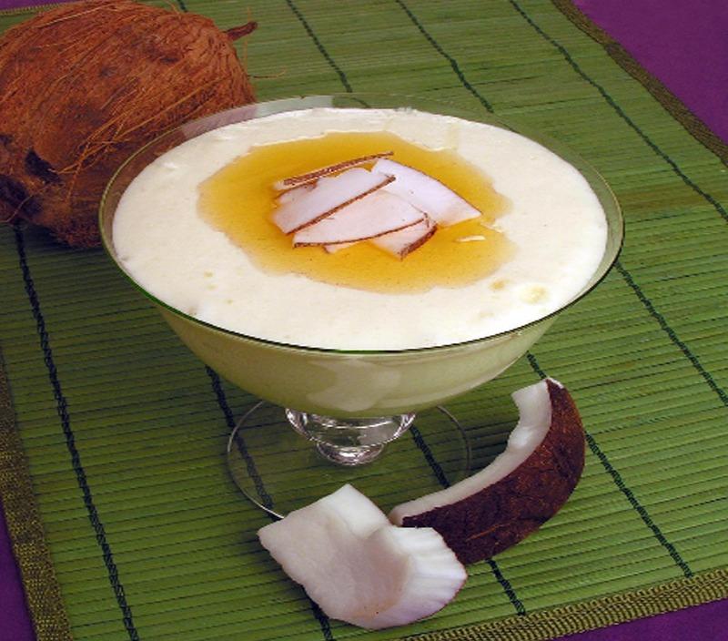 Veja como fazer um mousse sorvete de coco