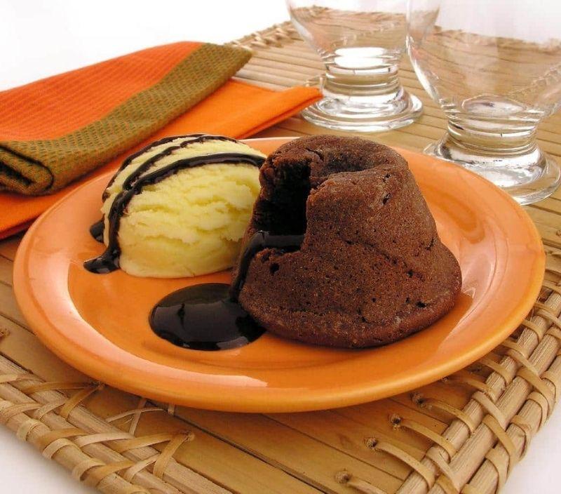 petit gateau chocolate