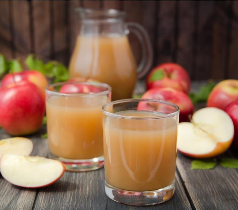 Confira o preparo de uma vitamina refrescante de maçã