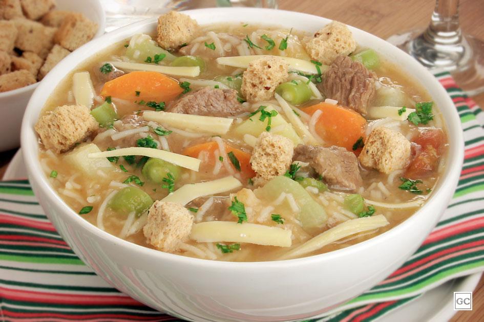 Sopa com macarrão